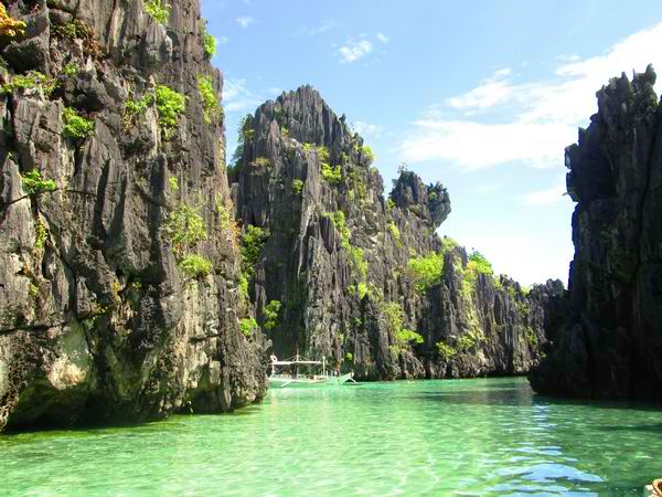 El Nido's Karstic Rock Mountains